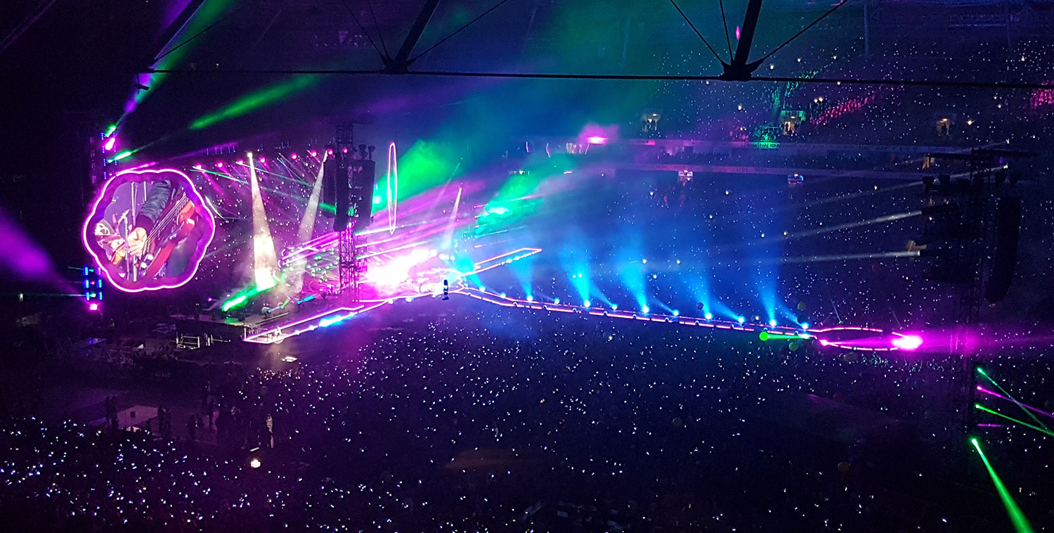 #Coldplay #openair #hannoverconcerts #hannover #chrismartin #music #instamusic #farbe